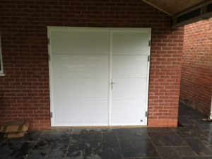 Byron Doors installation of a Ryterna 40mm insulated side hinged garage door in Mansfield